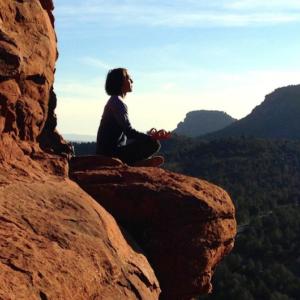 幸せになる技術「今を生きる」のイメージ画像、瞑想中の画像