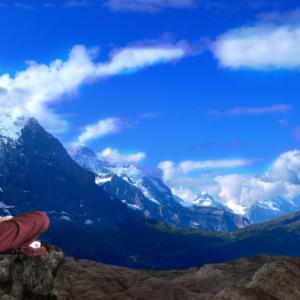 幸せになる方法の1つ、瞑想のイメージ画像