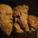 ユーダイモニアを提唱したアリストテレスの彫刻の画像